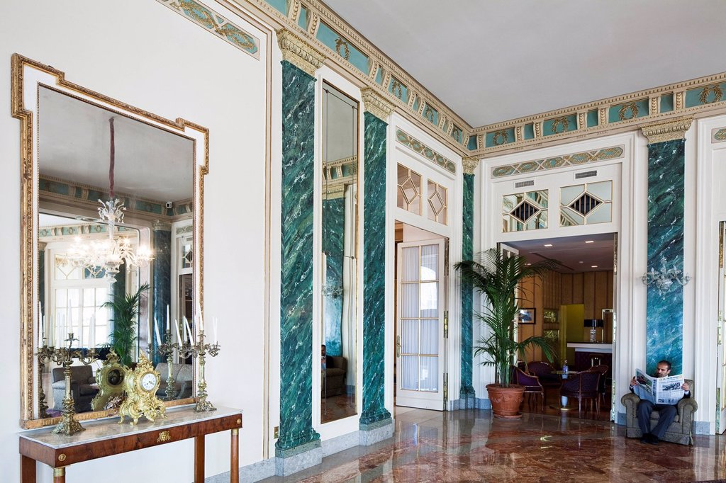 Stock Photo: 1792-138840 Italy, Campania, Naples, Excelsior Hotel, built in the beginning of the 20th century that hosted famous guests such as Maria Callas, Sofia Loren, Alfred Hitchcock, banqueting room and bar in the background