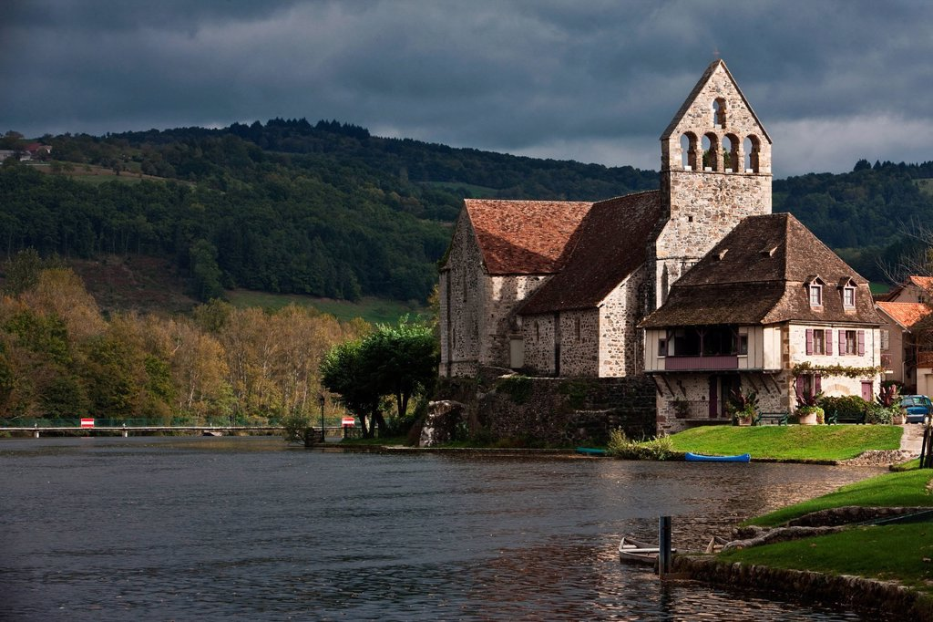 France, Correze, Beaulieu sur Dordogne, penitents´chapel on the banks of the Dordogne : Stock Photo