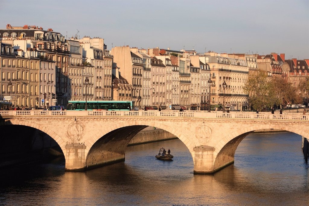 Stock Photo: 1792-139793 France, Paris, Pont Saint Michel and facades on Quai des Grands Augustins