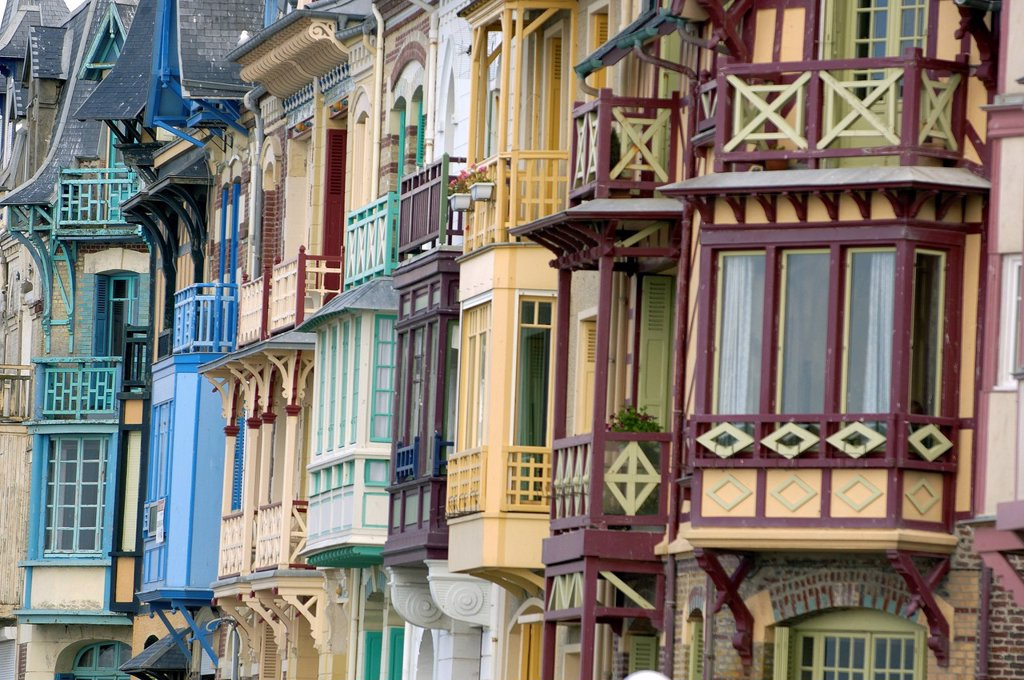 Stock Photo: 1792-139984 France, Somme, Mers les Bains, old wooden houses on the sea shore