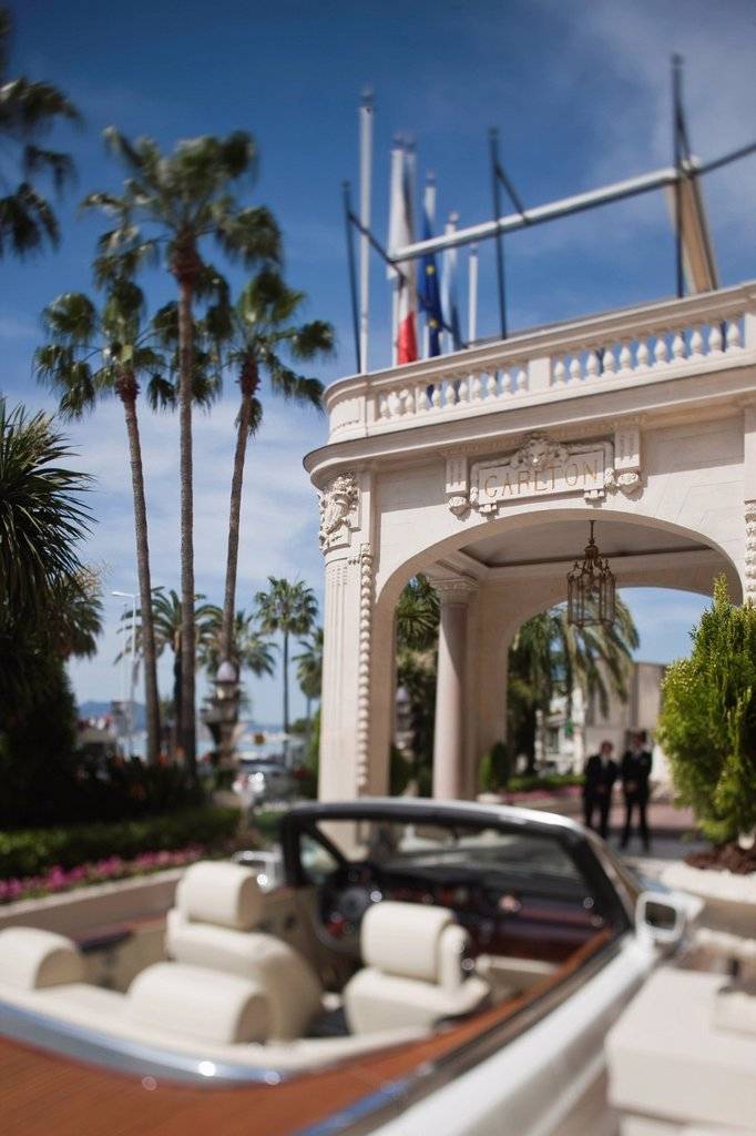 Stock Photo: 1792-140329 France, Alpes Maritimes, Cannes, Rolls Royce on the Croisette to the Carlton