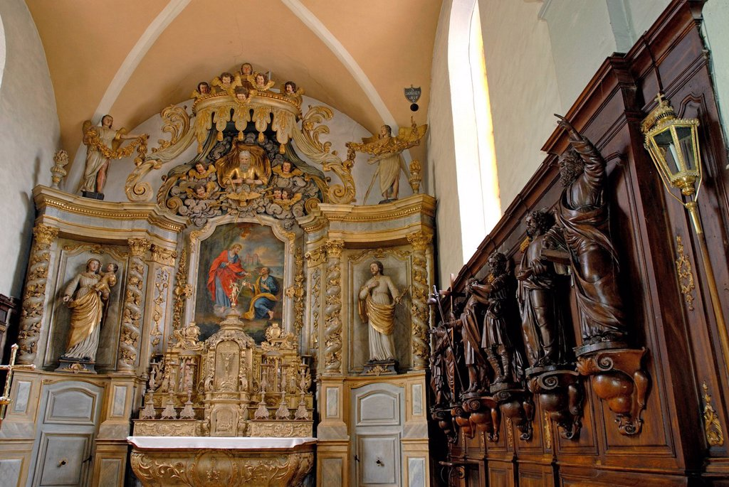 France, Doubs, La Cluse et Mijoux, St. Peter eighteenth century Baroque altarpiece of the altar : Stock Photo
