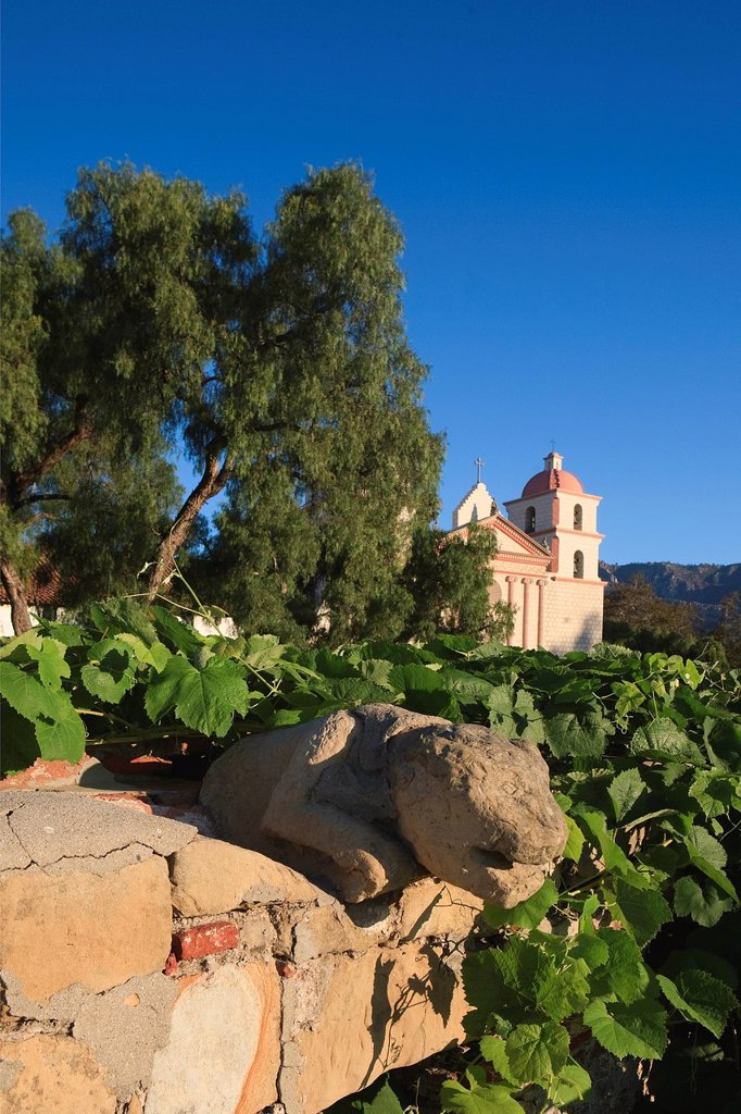 United States, California, Santa Barbara, the Mission founded by the Franciscans in 1786 and the church built in 1820 : Stock Photo