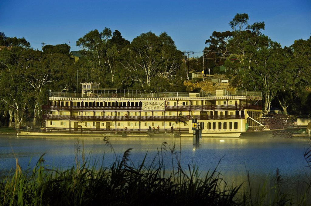Australia, South Australia, Murray River, Mannum, Murray Princess paddle boat : Stock Photo