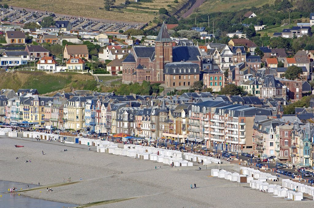 France, Somme, Mers les Bains, low tide in Summer : Stock Photo