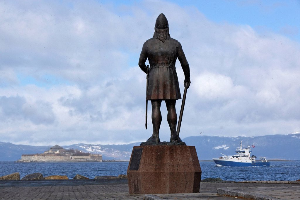 Norway, County of Sor Trondelag, Trondheim, Leif Erikson´s statue Leiv Eiriksson, the supposed discoverer of the American continent about 1000 year´s ago : Stock Photo