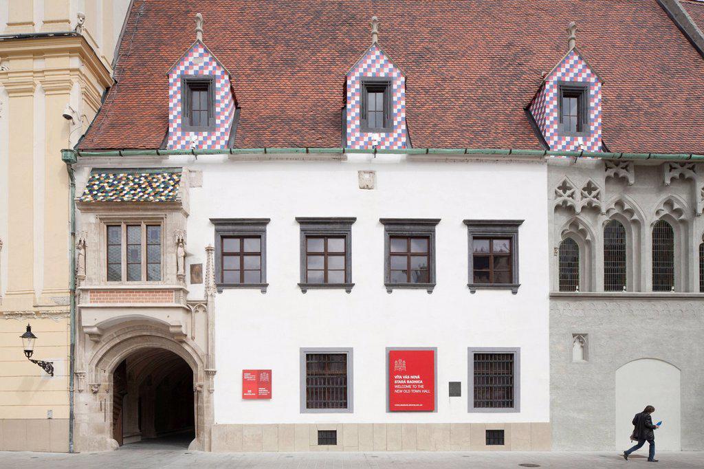 Stock Photo: 1792-143416 Slovaquie, Bratislava, centre historique, place principale, ancien htel de ville avec sa tour datant du XIVme sicle mais remanie en 1733, btiment hbergeant le muse de l´histoire de la ville