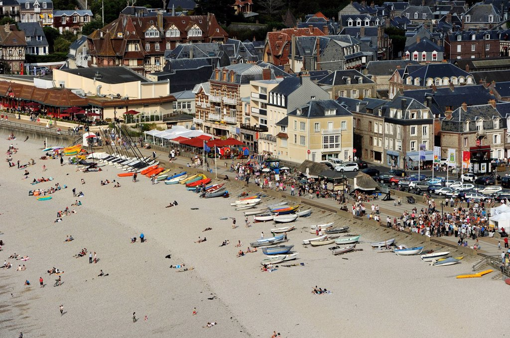 Stock Photo: 1792-143826 France, Seine Maritime, Pays de Caux, Cote d´Albatre, Etretat town and beach