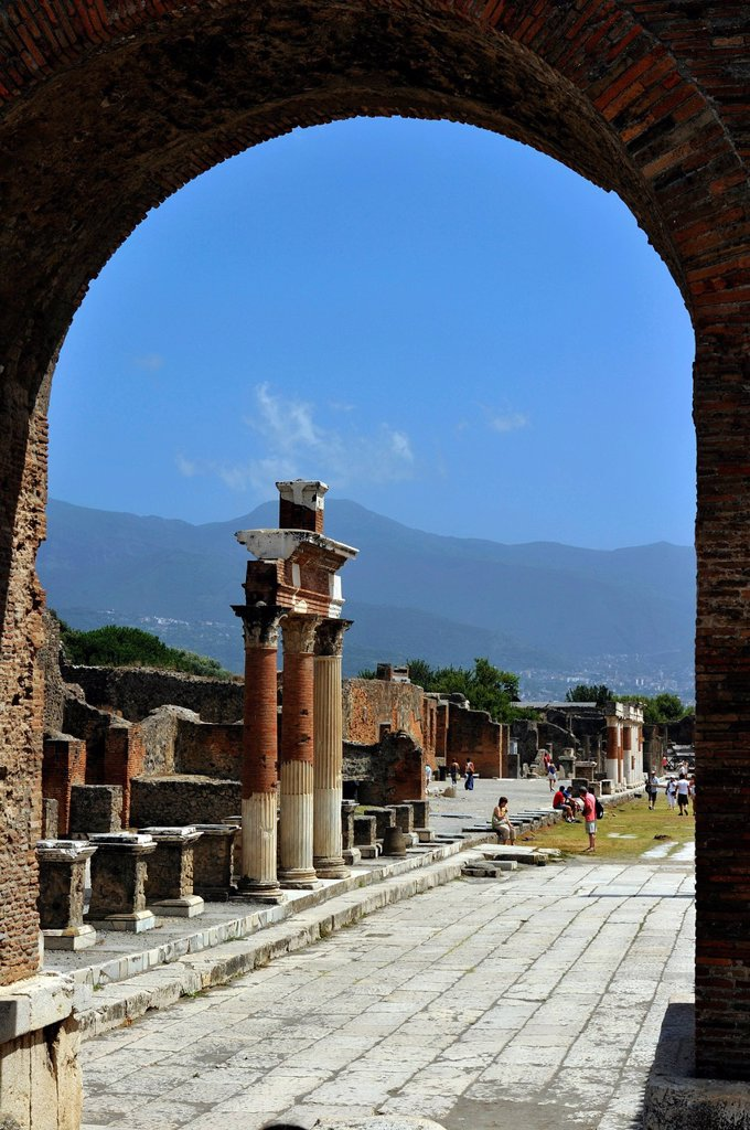 Italy, Campania, Pompei, archeological site listed as World Heritage by UNESCO, the Forum, arco Onorario and Forum : Stock Photo