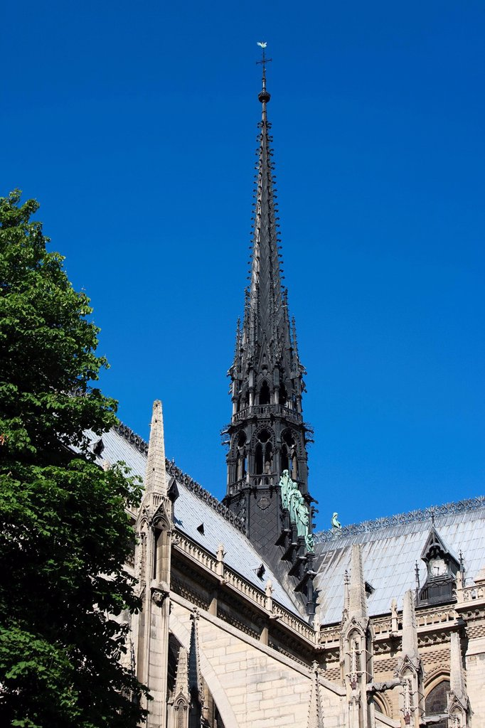 Stock Photo: 1792-146396 France, Paris, Ile de la Cite, Notre Dame Cathedral, the arrow dominates the statues of green copper of the twelve apostles with the symbols of the four evangelists