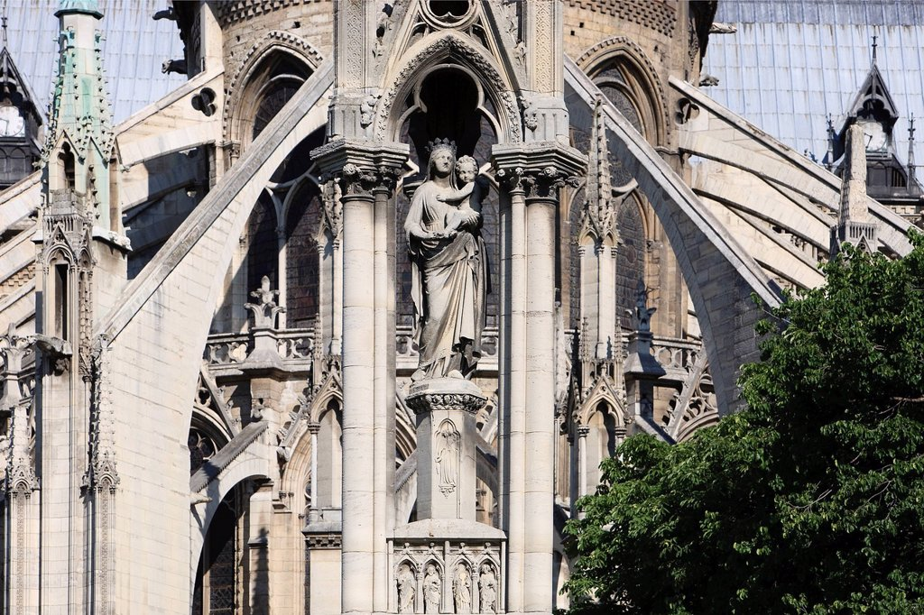 Stock Photo: 1792-146397 France, Paris, Ile de la Cite, Square Jean XXIII, the Blessed Virgin Fountain and the chevet of Notre Dame Cathedral