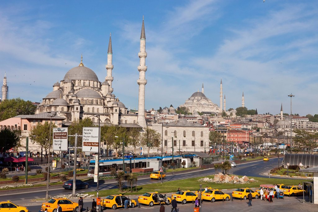 Stock Photo: 1792-149780 Turkey, Istanbul, historical centre listed as World Heritage by UNESCO, Eminn district, taxis and Yeni Cami New Mosque