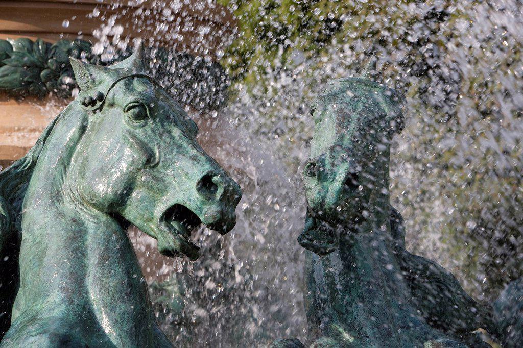 France, Paris, Jardin de l´Observatoire garden of the Observatoire, Carpeaux fountain : Stock Photo