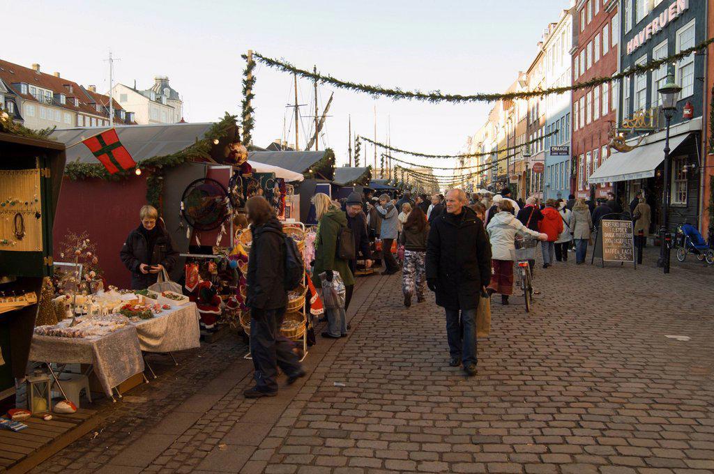 Stock Photo: 1792-151759 Denmark, Zealand, Copenhagen, Nyhavn district new harbour at christmas