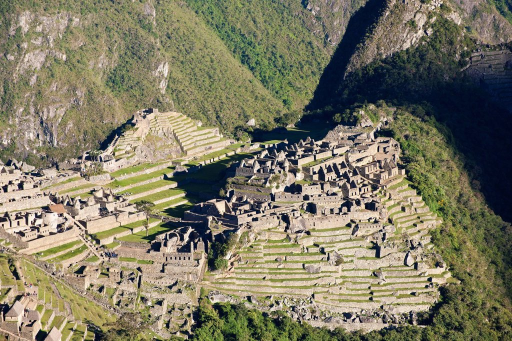 Peru, Cuzco Province, Incas sacred valley, Inca archeological site of Machu Picchu, listed as World Heritage by UNESCO, built in the 15th century under the reign of Pachacutec Pachacuti Inca Yupanqui, the site was discovered by explorer Hiram Bingham in 1. Peru, Cuzco Province, Incas sacred valley, Inca archeological site of Machu Picchu, listed as World Heritage by UNESCO, built in the 15th century under the reign of Pachacutec Pachacuti Inca Yupanqui, the site was discovered by explorer Hiram  : Stock Photo