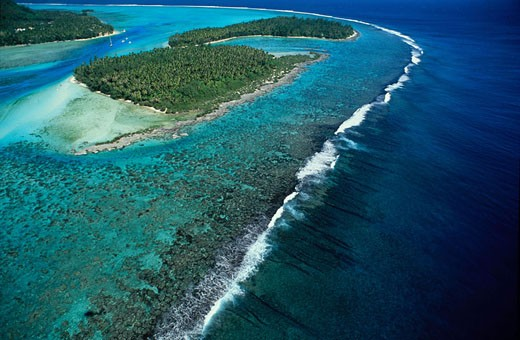 France, French Polynesia, Sous-le-Vent islands, Moorea island, the lagoon, coral barrier and two motus (islets) : Stock Photo