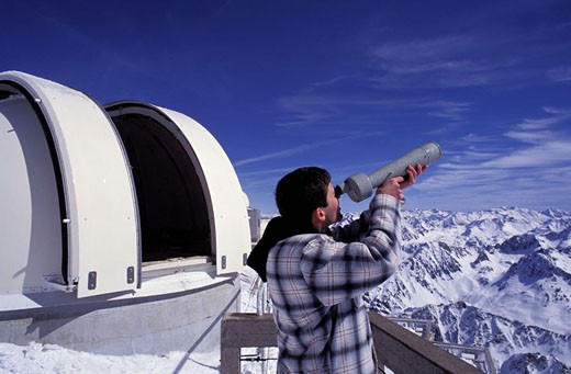 France, Hautes-Pyrénées (65), Pic du Midi of Bigorre (2872M), observation with an astronomical telescope : Stock Photo