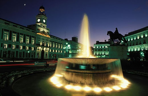 Stock Photo: 1792-36310 Spain, Madrid, Puerta del Sol and its fountain