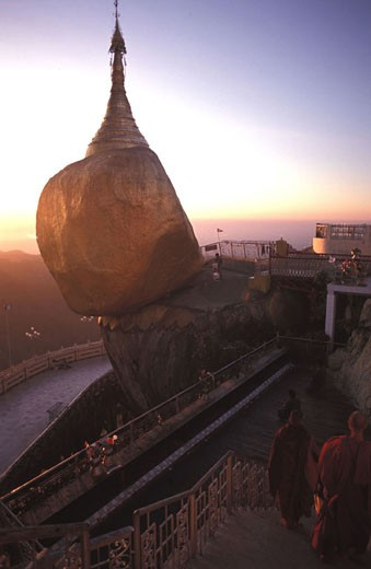 Stock Photo: 1792-36770 Burma (Myanmar), Mon state, Kyaiktiyo´s Golden Rock