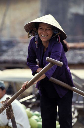 Vietnam, the Mekong delta, the floating market of Can Tho, women on her boat : Stock Photo