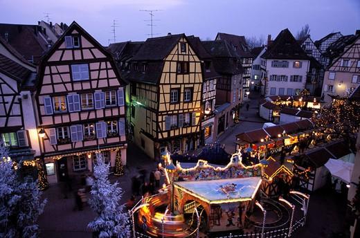 Stock Photo: 1792-40807 France, Haut-Rhin (68), Colmar,Place de l´Ancienne Douane (Koifhus) during the Christmas market