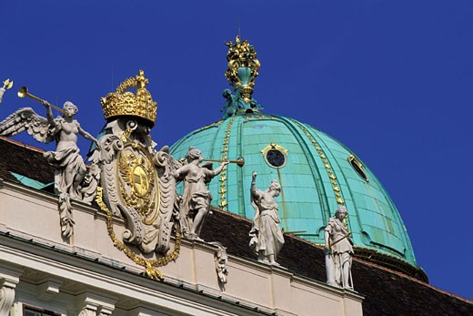 Stock Photo: 1792-42877 Austria, Vienna, Baroque statues and the Vienna castle´s dome