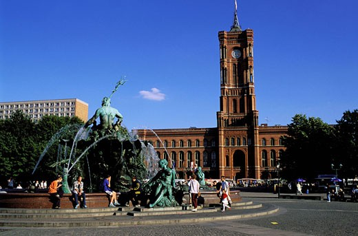 Stock Photo: 1792-43991 Germany, Berlin, the Neptune Fountain and Four Graces and the Rote Rathaus (the Town Hall)