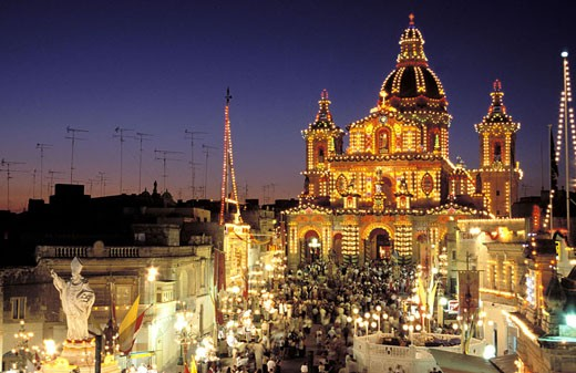 Malta, Summer festas, Saint Nicholas´ festas in Siggiewi, church lighted up by thousands of bulbs : Stock Photo