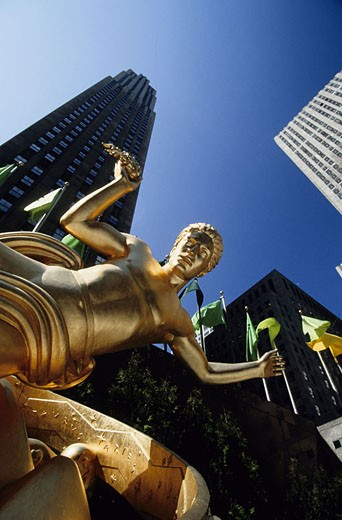 United States, New York, Manhattan, the Rockfeller Center from the ice rink statue : Stock Photo