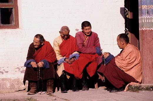 Stock Photo: 1792-50307 Mongolia, group of monks at Erdenezu Monastery