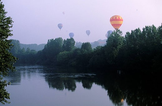 Stock Photo: 1792-50728 France, Vienne, Chatellerault, hot air ballooning worldchampionship 2002
