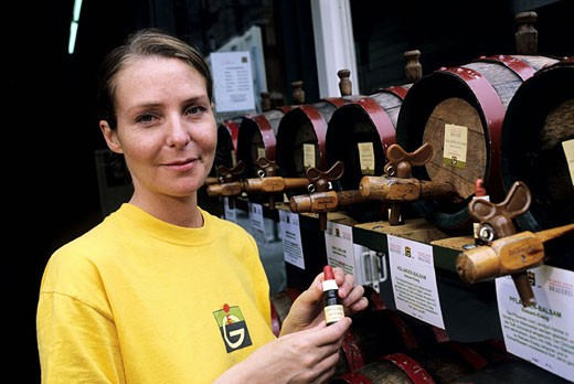Austria, Vienna, Daniela banner de Gegenbauer, vinager stand at the Naschmarkt market : Stock Photo