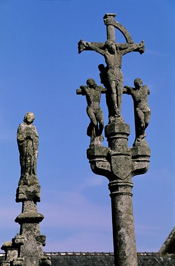 France, Finistere, La Foret Fouesnant, the calvary of the church Notre Dame of Izel Vor, 16th century : Stock Photo