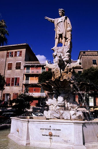 Italy, Liguria, the sea resort of Santa Margherita Ligure in the gulf of Tigullio, statue of Christopher Columbus : Stock Photo