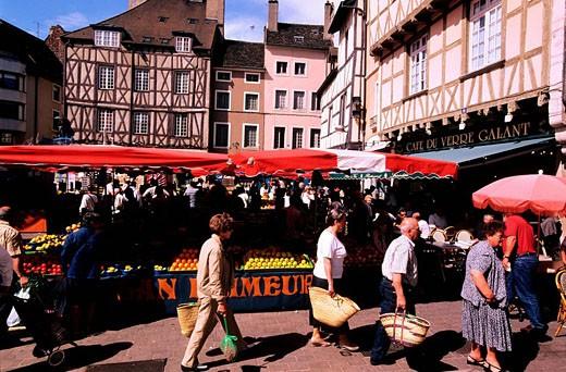 France, Saone et Loire, Chalon sur Saone, market day on Saint Vincent square : Stock Photo