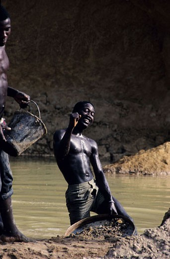 Stock Photo: 1792-53283 Sierra Leone, workers on diamond mines