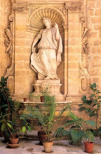 Stock Photo: 1792-53815 Malta, Valletta, house yard in downtown
