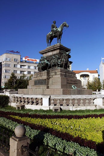 Bulgaria, Sofia city, Narodne Sabraniye Square, Tsar Alexander II statue : Stock Photo