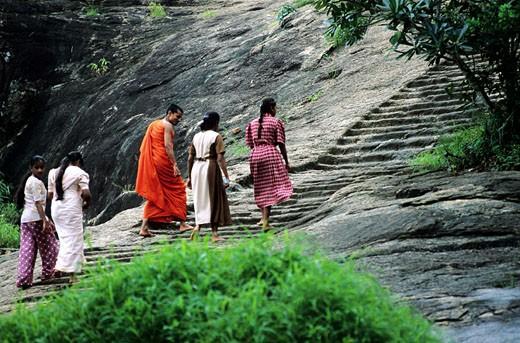 Sri Lanka, Mihintale, Buddhist pilgrims : Stock Photo