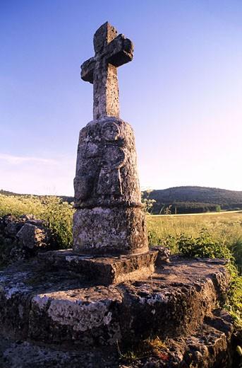 France, Lozère (48), a Calvary on the Causse (limestone plateau) Méjean : Stock Photo
