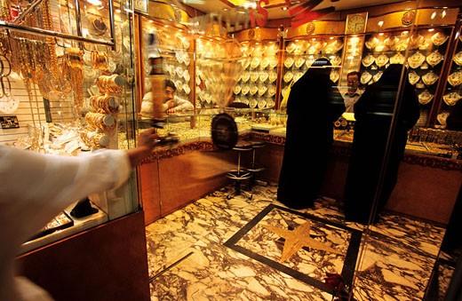 United Arab Emirates, Dubai, the gold souk in the historical center : Stock Photo