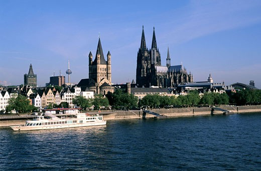 Stock Photo: 1792-60076 Germany, North Rhine-Westphalia, Köln, Rhine river, the bell-tower of the church Gross St Martin and the Köln cathedral