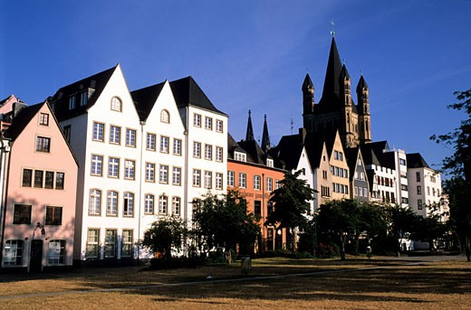 Stock Photo: 1792-60084 Germany, North Rhine-Westphalia, Köln, old frontages in the town centre and the tower of Gross St. Martin church along the quays of the Rhine