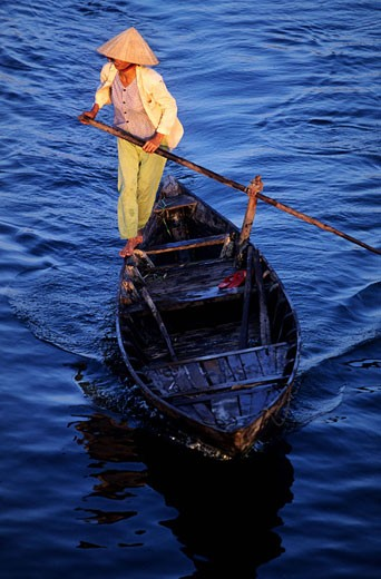 Vietnam, a boatwoman making the crossing on the Mekong Delta in Can Tho : Stock Photo