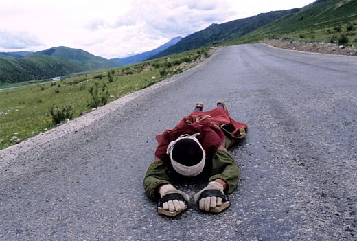 Stock Photo: 1792-61340 China, Eastern Tibet, repentant monk on his pilgrimage along the road to Lhasa