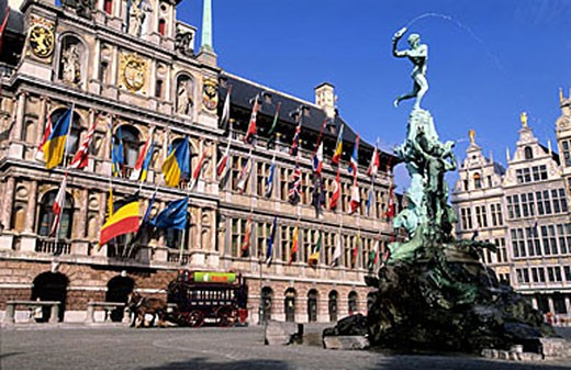 Belgium, Flanders, Antwerp (Antwerpen), the City Hall and the Bradofontein on Grote Markt (Grand Place) : Stock Photo
