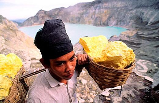 Stock Photo: 1792-63190 Indonesia, Java island, Est region, Idjen crater, sulphure extraction