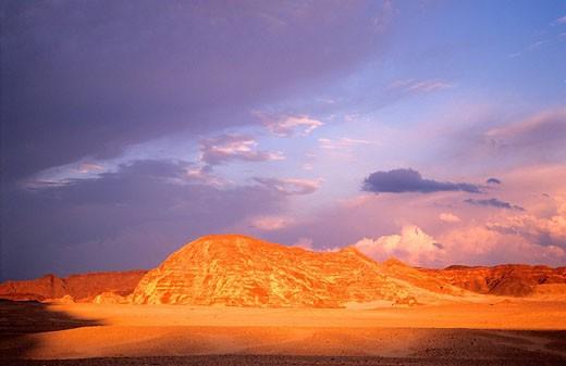 Egypt, stormy sky in the Wadi Gazala, desert of Sinaï : Stock Photo