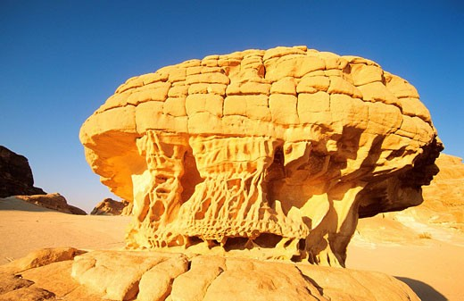 Egypt, eroded sandstone formation in the dsert of Sinaï : Stock Photo