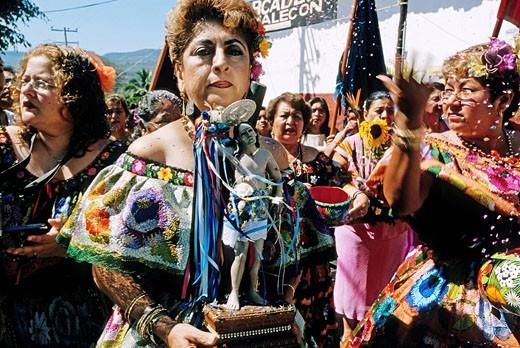 Stock Photo: 1792-69062 Mexico, Chiapas State, Women carrying a statue of San Sebastian during the San Sebastian Festival in Chiapa de Corzo town